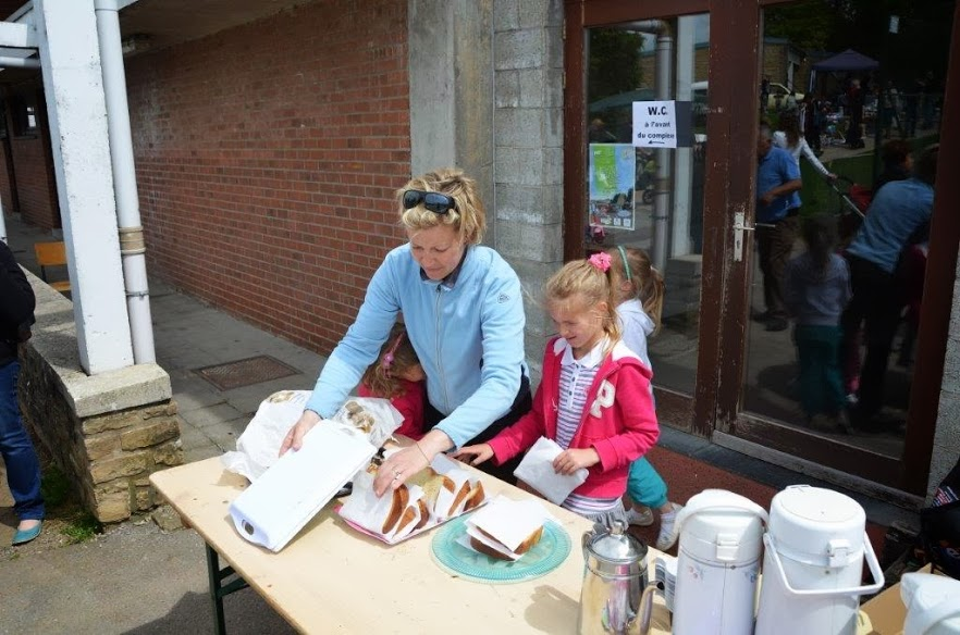 ETALLE, Brocante, Barbecue géant, animation musicale